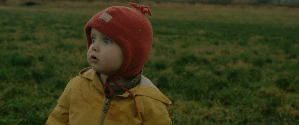 Hva skjedde egentlig med det lille barnet? Det er en av gåtene i Now it´s Dark.