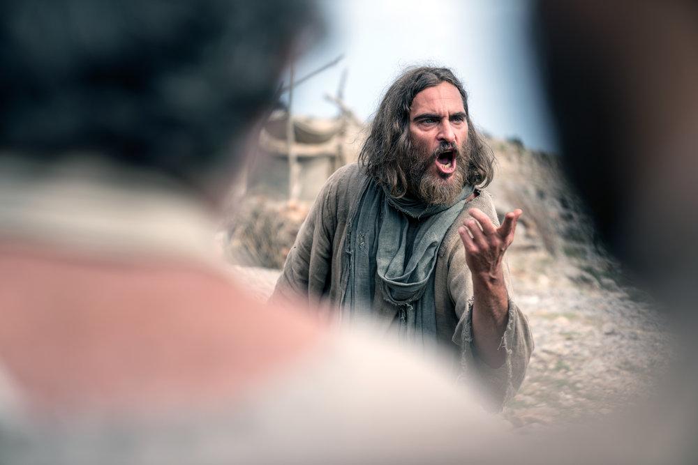 Jesus blir stillferdig, men også kraftfullt kraftfullt framstilt av Joaquin Phoenix.