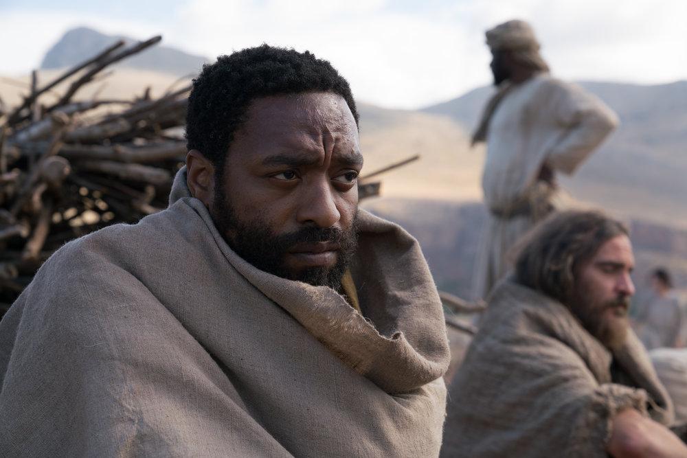 Peter blir spilt av Chiwetel Ejiofor. Han strever med å godta at Jesus gir så mye plass til kvinnene.
