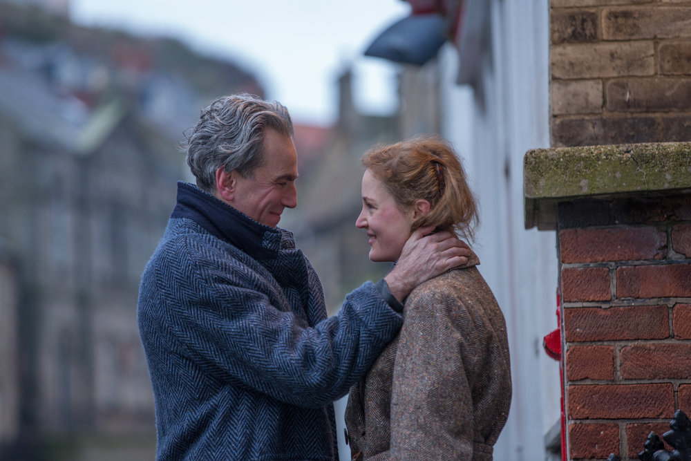 Motedesigneren Reynolds Woodcock (Daniel Day-Lewis) faller for ung, ukjent landsbypike (Vicky Krieps) som kunne vært hans datter.