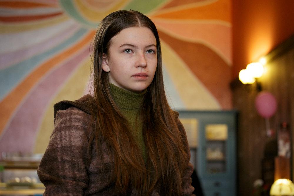 14 år gamle Anca   (Diana Spatarescu), offer for en rumensk hallik i Paris.