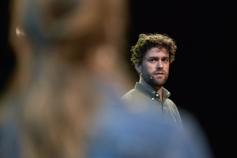 Sterkt spill av Torbjørn Eriksen i rollen som firebarnsfaren.