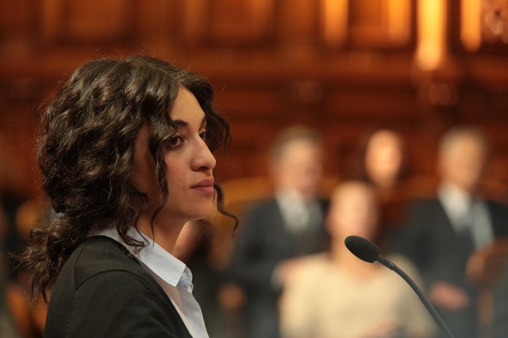 Neila Sanah (Camélia Jordana) har arabisk bakgrunn og kommer fra fattige kår i en forstad til Paris, men er blitt tatt opp på jusstudiet ved universitetet Panthéon-Assas. Drømmen hennes er å bli advokat.