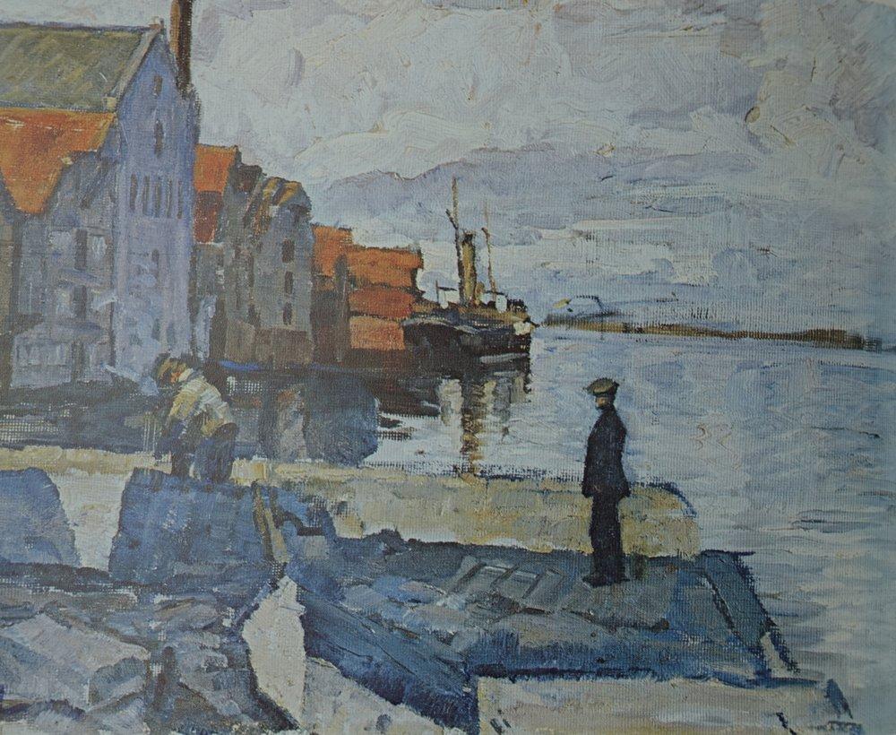 """ETTERLYSES:  Dalabryggen på Strandsiden, fra 1915, før Strandkaien er bygd. I bakgrunnen dampskipet """"Maagen"""" som leverte brisling til byens hermetikkfabrikker."""