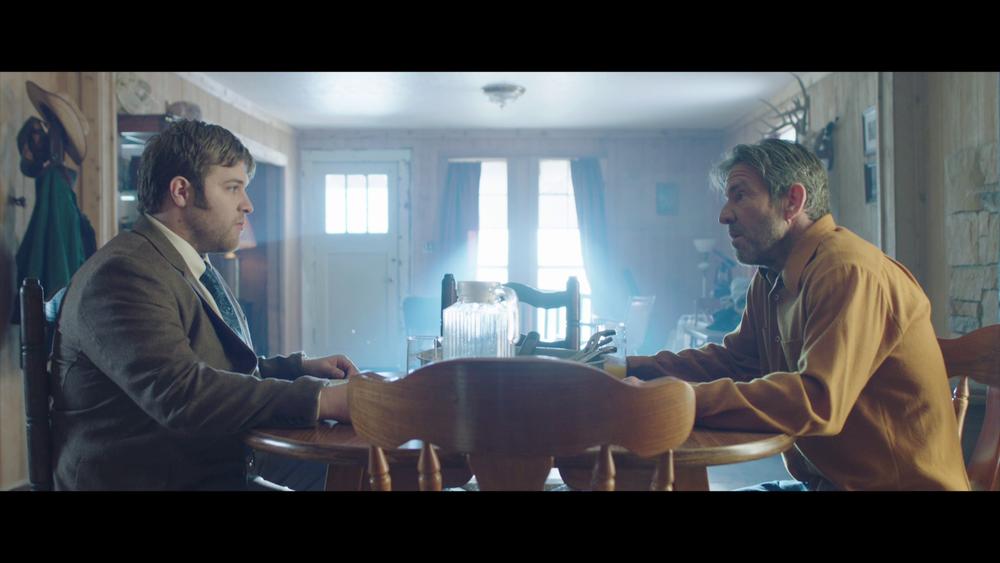 Scener som borer dypt i forholdet mellom en voldelig far (Dennis Quaid) og hans sønn (J. Michael Finley), er det for lite av i  I can only imagine .