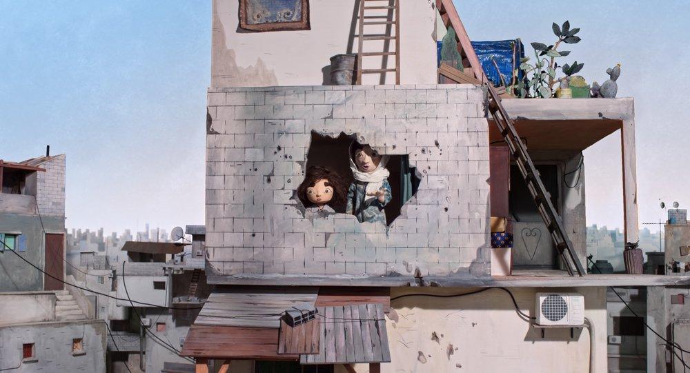 Tante Hanan bærer på traumer etter israelske bombeangrep i barndommen, men danser gjerne med niesen Wardi.