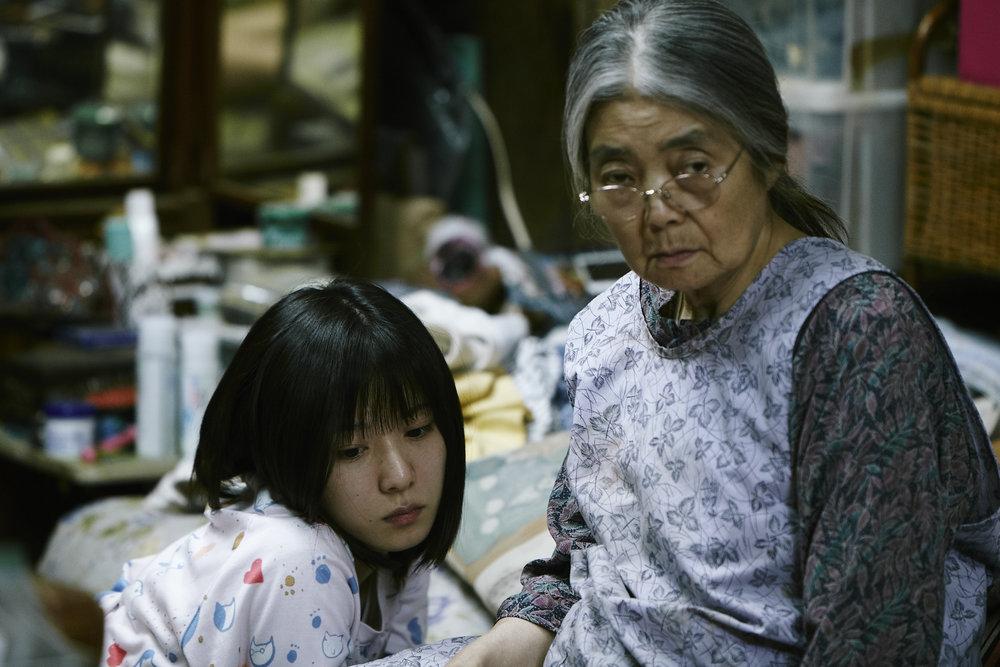Bestemor Hatsue (Kirin Kiki) vil ikke dø i ensomhet. Barnebarnet Aki (Mayu Matsuoka) lengter etter en mann å elske.