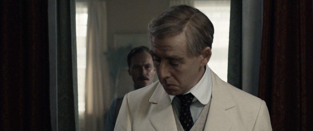 Den arroganten Roald tåler ikke storebror Leons kritikk.