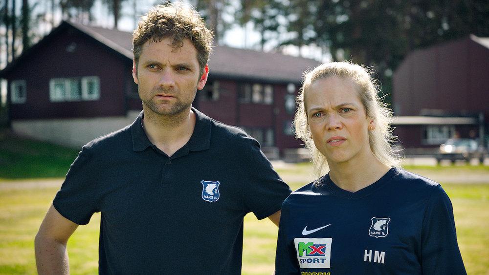 Trener Helena Mikkelsen og Varg-sjef Espen Eide går mot nye prøvelser i Heimebane sesong 2 (Foto: NRK)