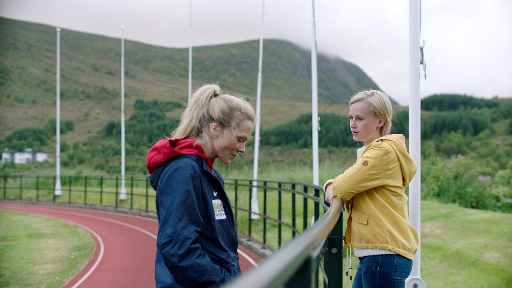 Forholdet mellom Camilla (Emma Bones) og moren Helena (Ane Dahl Torp) blir anstrengt i sesong 2.