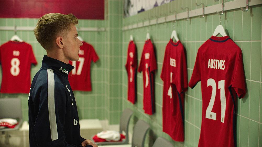 Adrian Austnes (Axel Bøyum) sliter videre med seg selv og sine ambisjoner i sesong 2.
