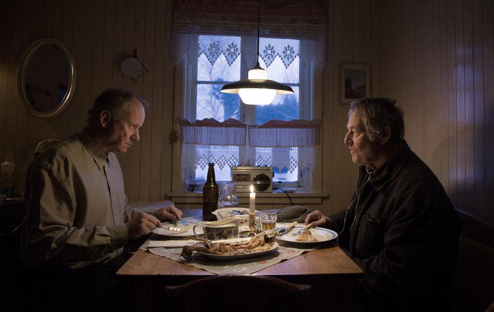 To tause menn har opplevd tunge ting i barndommen: Trond (Stellan Skarsgård) og Lars (Bjørn Floberg). Hvordan skal de hanskes med minnene? (Foto: 4 ½ og Nordisk film)