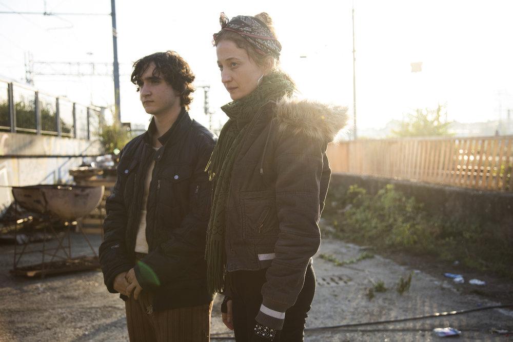 I sitt nye liv i storbyen har de fattige det verre enn på landsbygda, opplever Lazzaro (Adriano Tardiolo) og Antonia (Alba Rohrwacher).