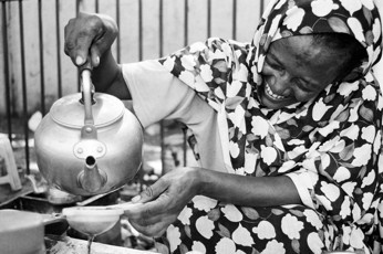 Tea Lady - Khartoum / Sudan, 2010, 40x50, Edition 5, 50 €