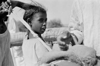 Herding Girl II - Naqa / Sudan, 2010, 40x50, Edition 5, 50 €
