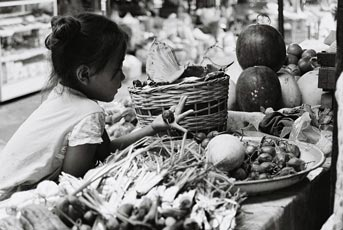 Discoveries - Morning Market on the Road to Luang Prabang / Laos, 2009, 30x40, Edition 5, 250 €