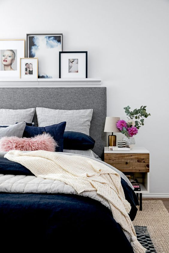 Isn't this a great bed set up? And note the layered navy rug on the sisal.   {image:pinterest}