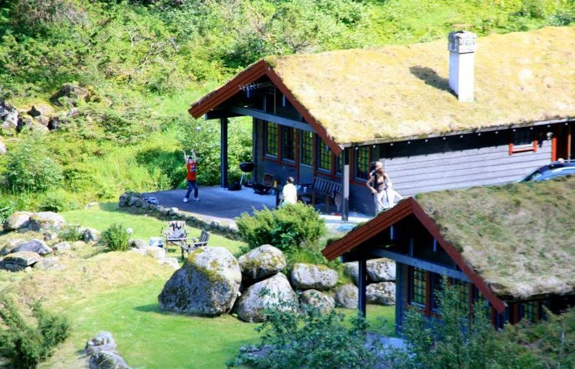Genießen Sie wunderschöne Urlaubstage in einer unserer äußerst komfortablen Hütten oder in einer unserer gemütlichen Campinghütten.