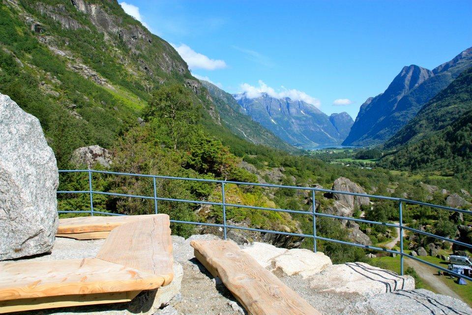 Die Aussicht – von hier aus sehen Sie den Gletscher Briksdalsbreen und das gesamte Tal Oldedalen