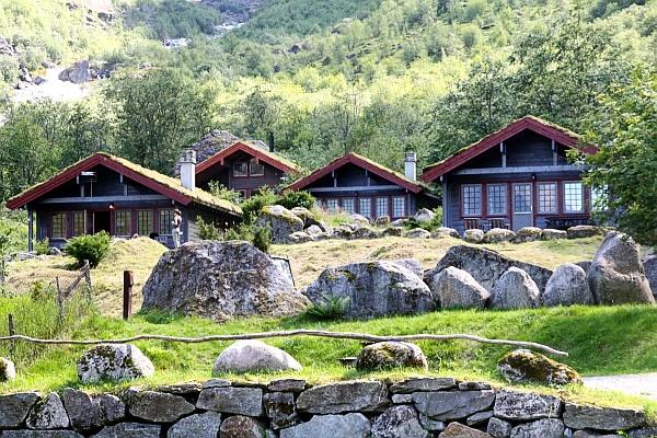 FERIEHYTTE 1 til 4 med utsikt mot fjell, bre og foss