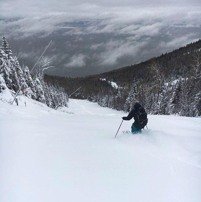 Conditions parfaites en ce début de saison un peut tardif! Il fallait une forte inclinaison pour avancer sans couler... trop de neige: beau problème!  @blizzardskis @hellyhansen  #freeride #skiing #powder #quebec #moncharlevoix #backcountryskiing