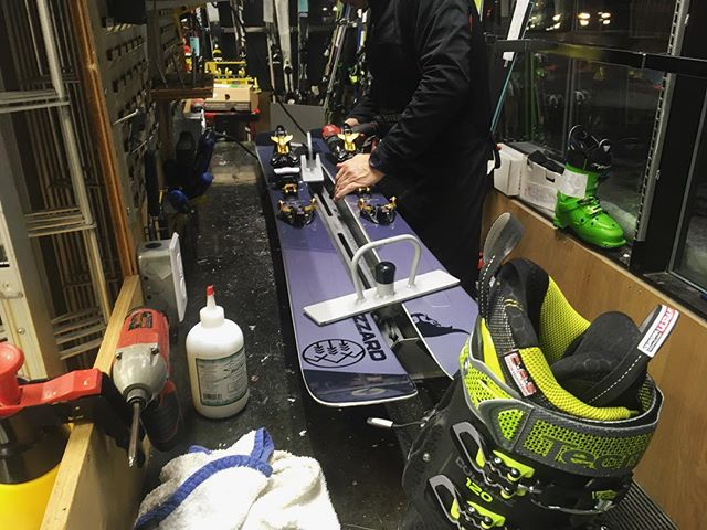Merci à nos commanditaires @blizzardskis , @tecnicaskiboots et @markerproducts pour les équipements top qualités! Amenez-en de la #neige ... on est prêt à abuser!  #freeride #winter #stayhumbleridebig #backcountry #outdoors