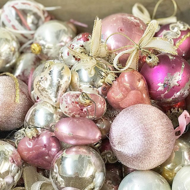 Shabby Pink Baubles • for a #shabbychic #christmas at #rosewatercottage • @scarlettscalesantiques #rachelashwell #scarlettscales #antiques #vintage #christmasdecorations #pink #franklintn #shabbychicchristmas