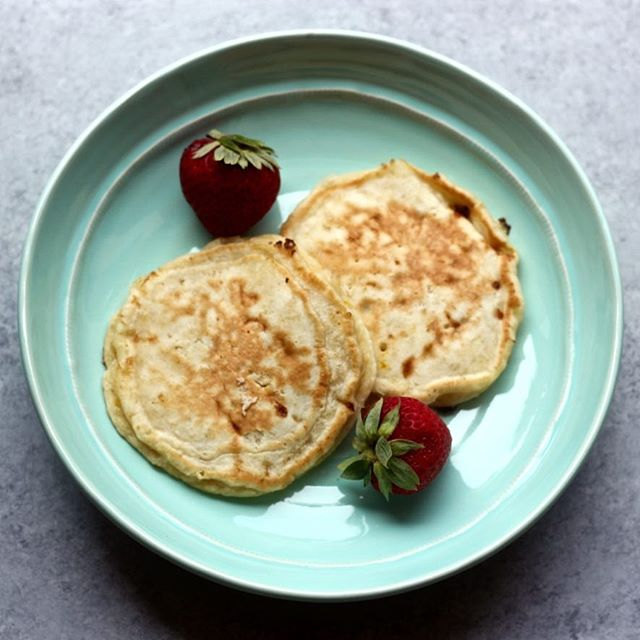 These cheesecake pancakes are a delicious breakfast treat! https://www.gastromommy.com/recipes/cheesecake-pancakes #babyfoodie #blw #babyledweaning #babyledsolids #babyledfeeding #blwrecipes #blwideas #babies #toddlersandkids #gastromommy #recipes #pancakes