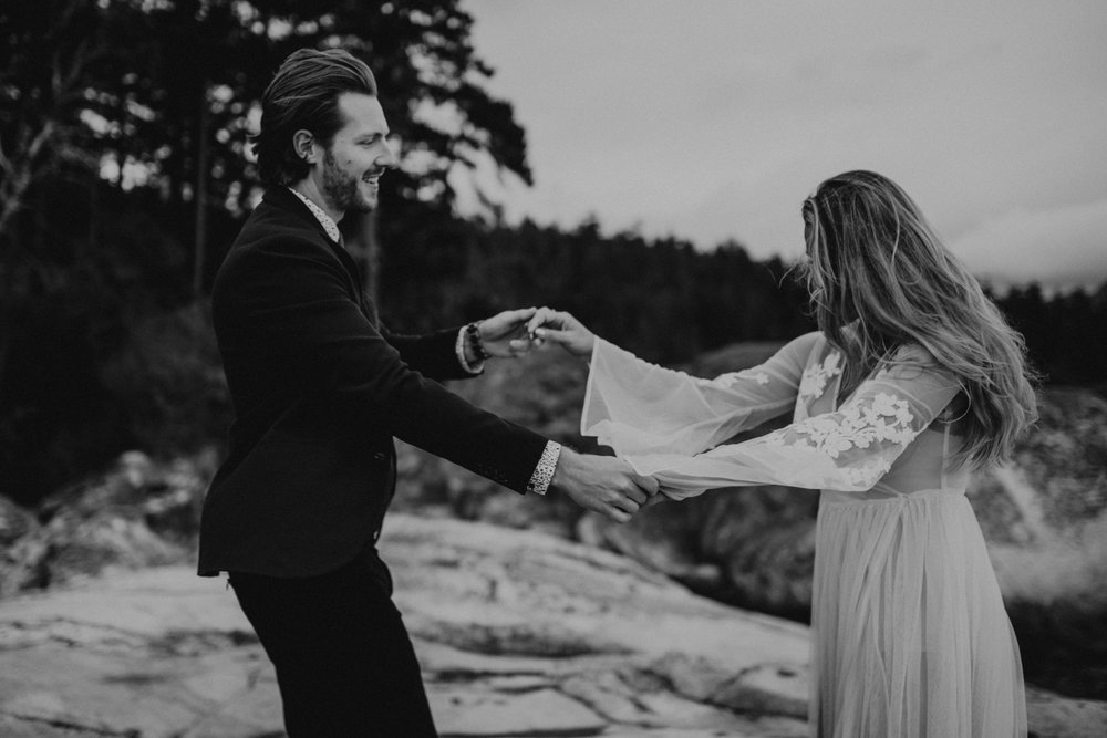 adventure_elopment_engagement_vancouver_photographer_lighthouse_park_40.JPG