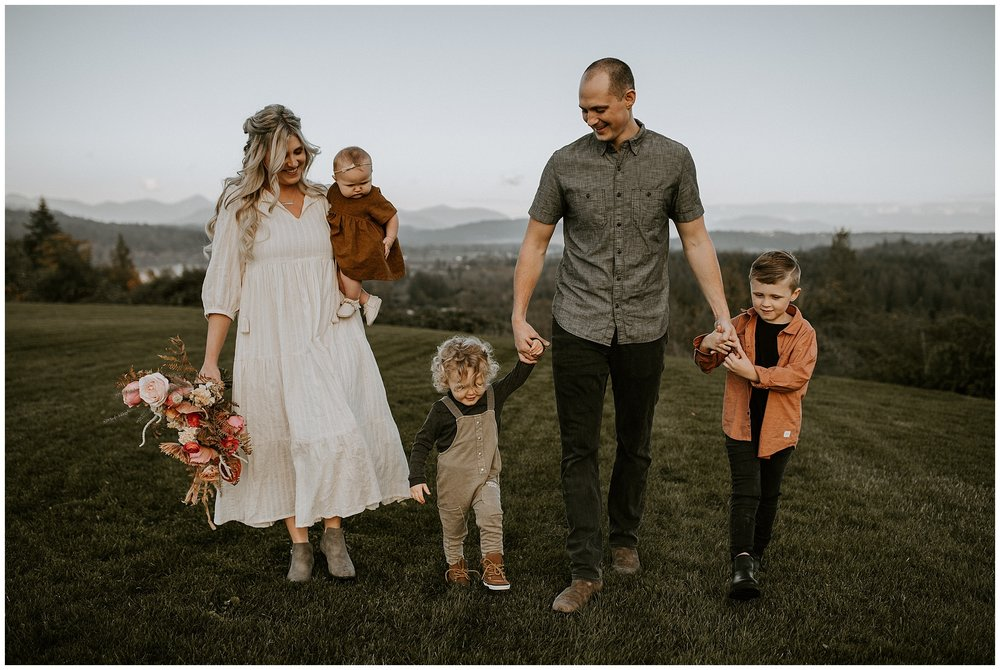 A family and maternity session with bohemian flowers in Fort Langley