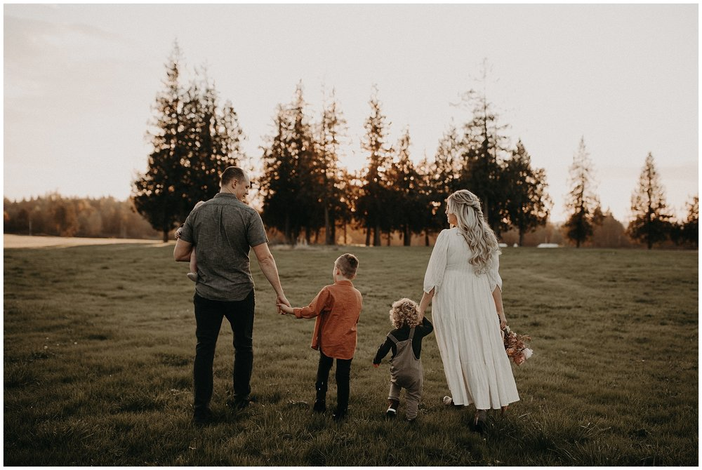 Golden hour family photos in Fort Langley