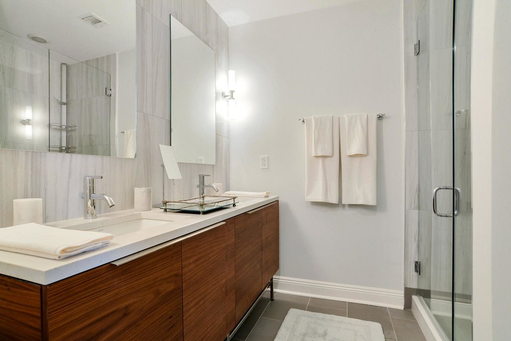 Modern bathroom with wood and glass details