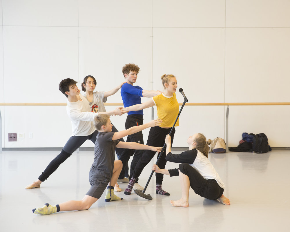 Ethan Chudnow (San Francisco Ballet School), Hinako Maetani (Ecole Supérieure de Danse de Cannes-Mougins Rosella Hightower), Kolbie Edwards (Canada's Royal Winnipeg Ballet School), Ashton Gordon (NBS), Carl Becker (Palucca Hochschule für Tanz Dresden) and Celine Wetzels (Codarts Rotterdam) in rehearsal for  I Wonder -  AI17 - Canada's National Ballet School. Photo by  Aleksandar Antonijevic .
