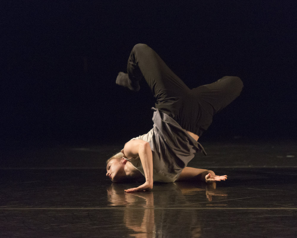Tori Mehaffey in  Future Perfect Continuous  (ProArteDanza). Photo by  Aleksandar Antonijevic