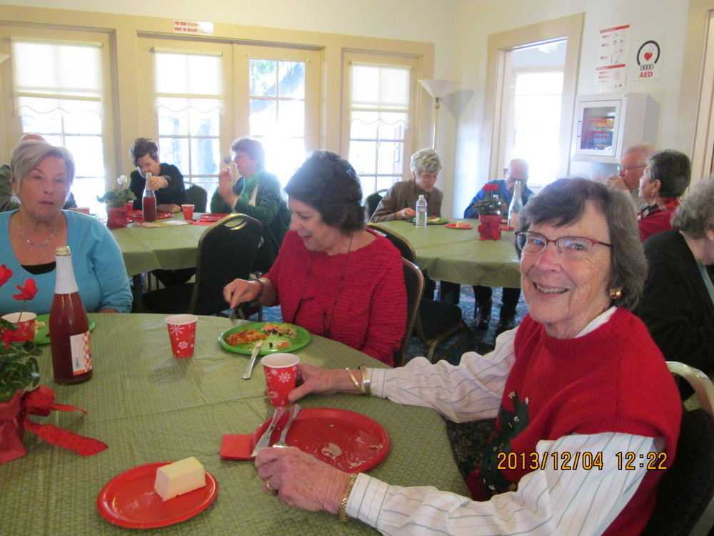 VolunteerChristmas2013.jpg