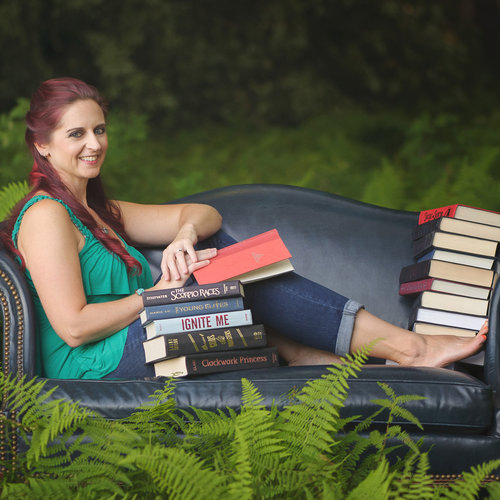 christine manzari (@Xenatine) - Author and Bookstagrammer