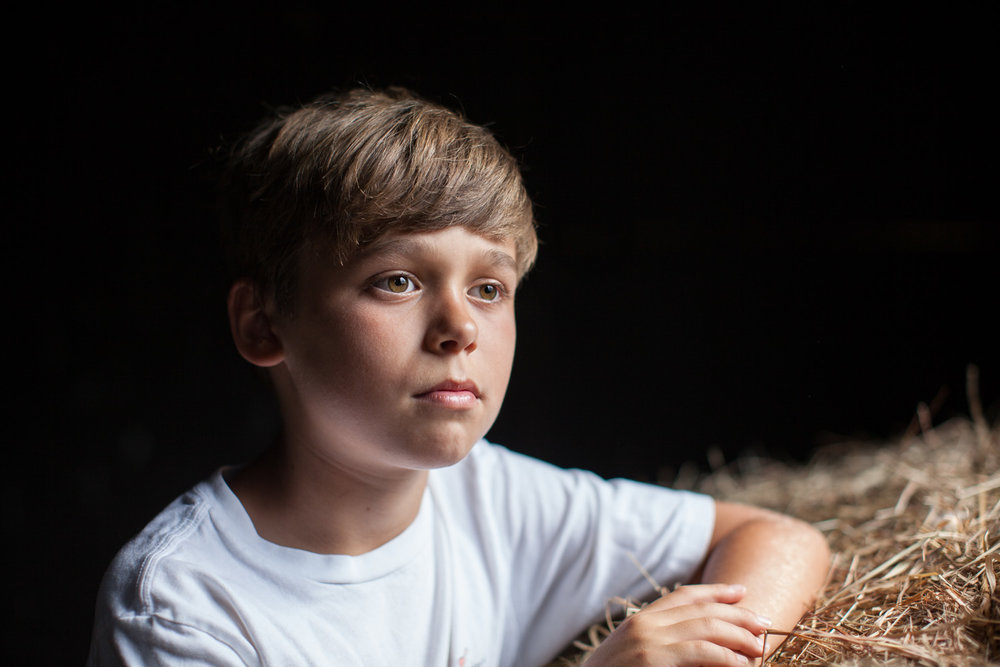 boy-portrait-barn-lighting|megan-witt-photo.jpg