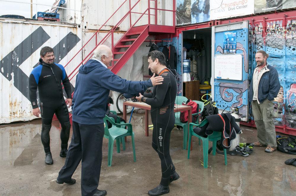 Lagos conversa con buzos del Muelle Barón