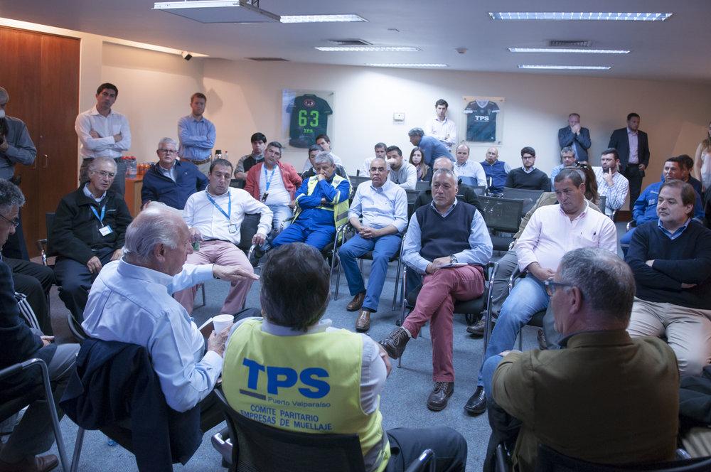 En el encuentro con dirigentes de la Confederación de Trabajadores Portuarios de Chile. (COTRAPORCHI)