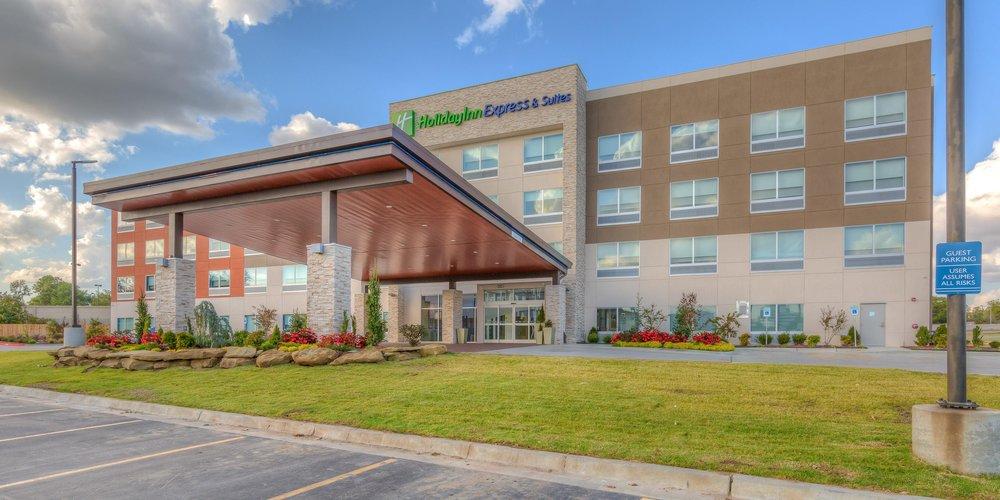 Holiday Inn Express & Suites | Tulsa, OK