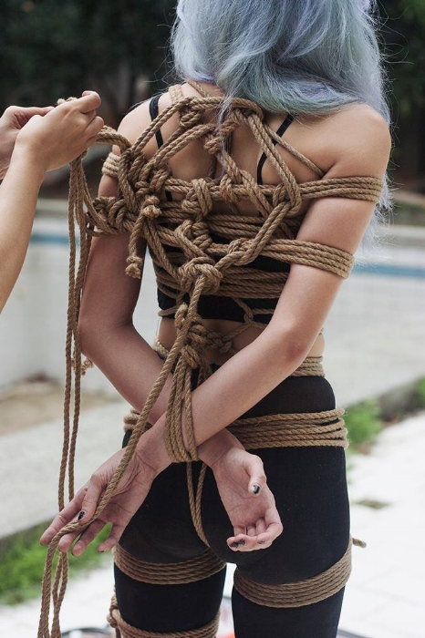 Tying harness on model / Photo: Mai Evangelista