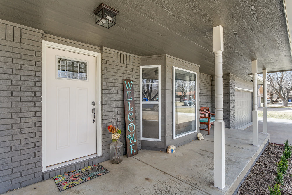 332 N Willow Dr Derby KS 67037-print-003-18-Front Porch-2500x1667-300dpi.jpg