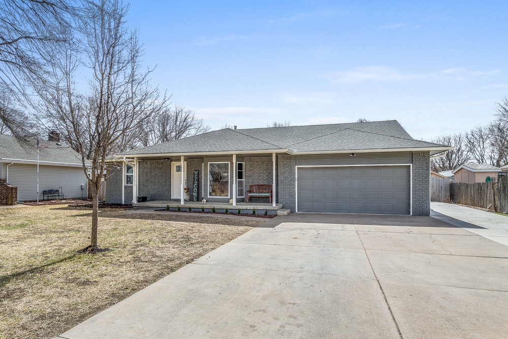 332 N Willow Dr Derby KS 67037-print-002-29-Front Exterior-2500x1667-300dpi.jpg