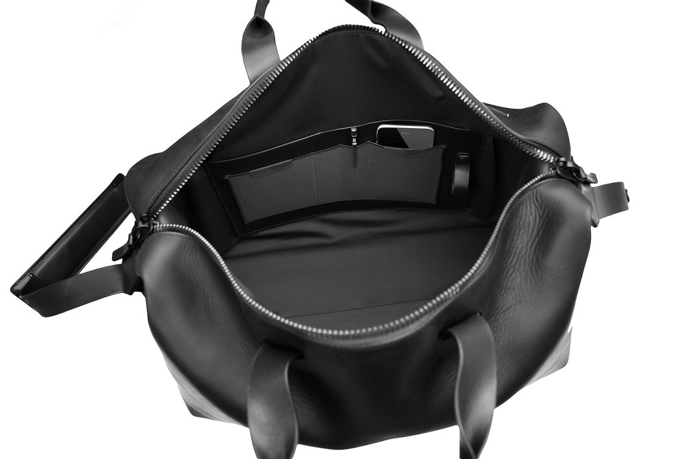 black_mens_weekend_bag_internal_pockets_b.jpg