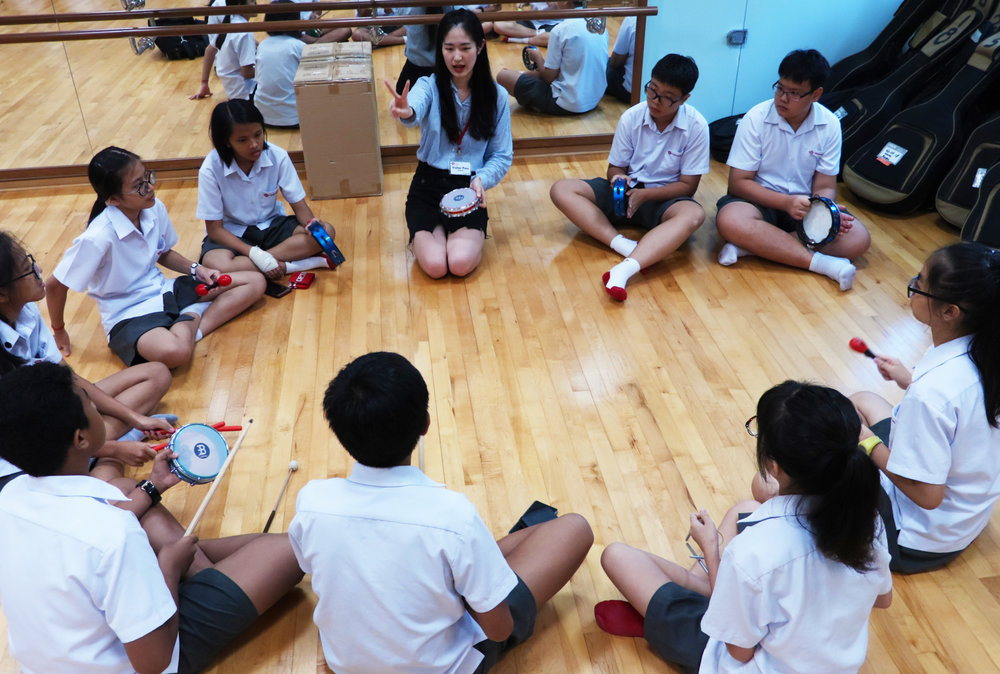 Above: YST student leader Wang Yuqi (BMus Year 2, Cello) guiding a group of Yuhua Secondary School students