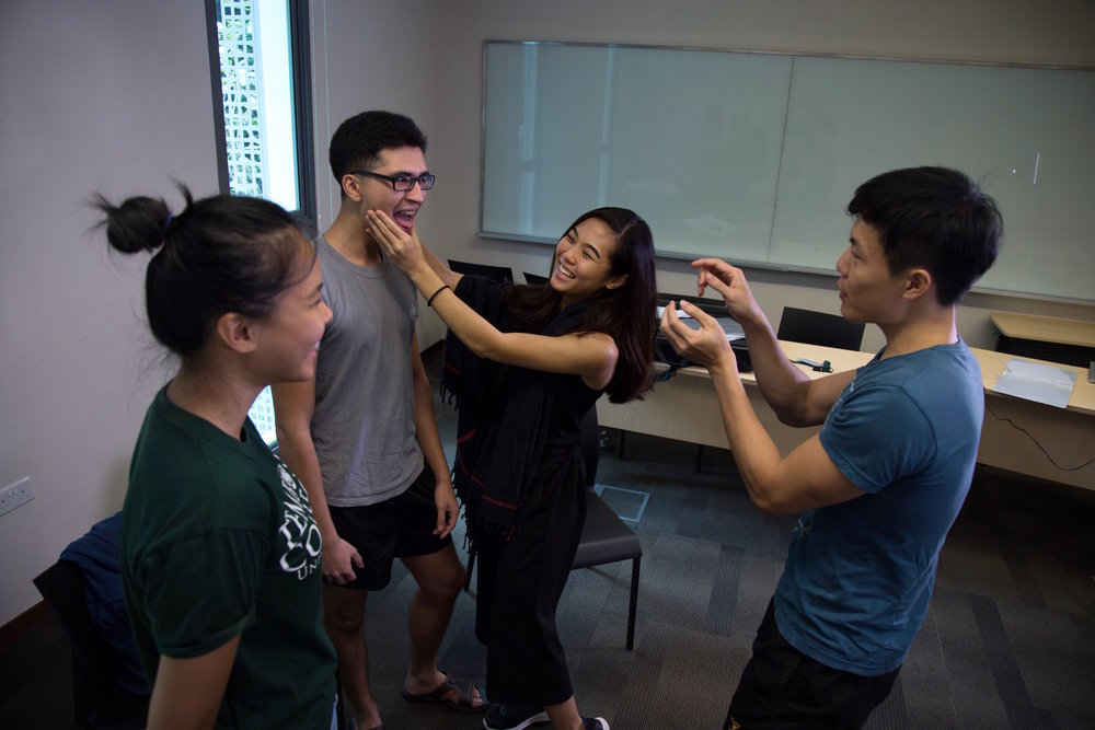 Jingyun teaches a vocal workshop with NUS students.