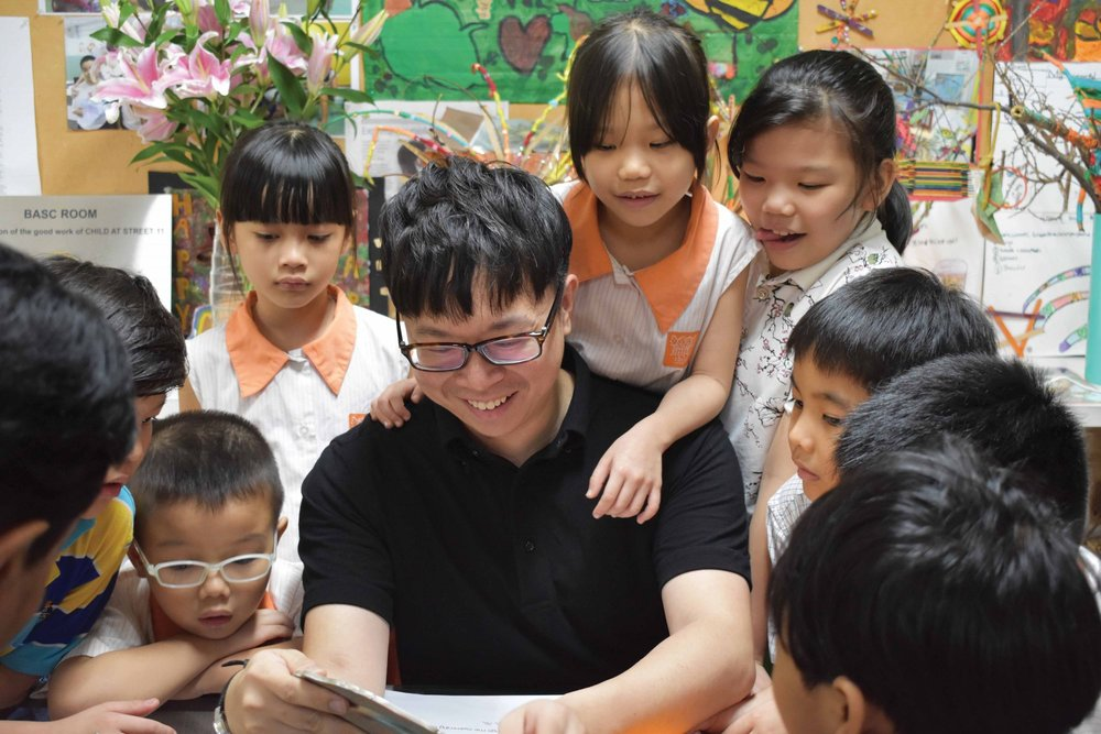 Kahchun with children from Project Infinitude. (Photo: Child at Street 11)