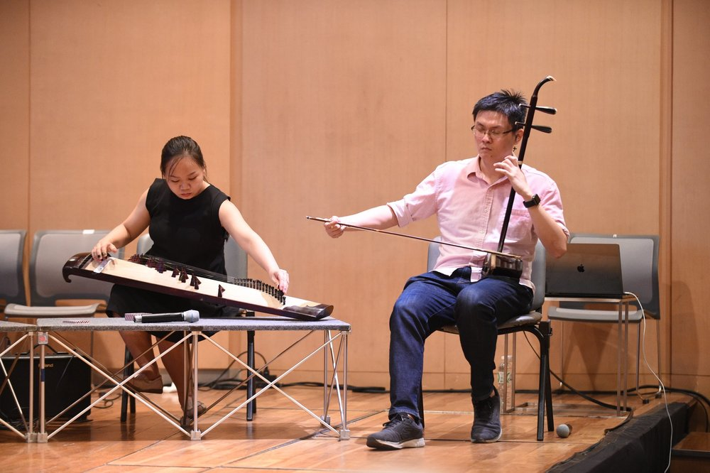 Jun Yan playing in a workshop.