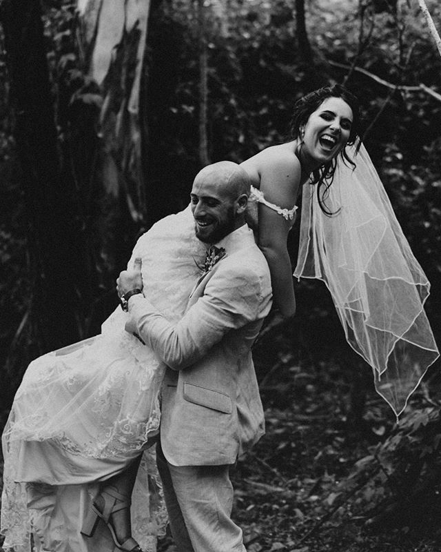 Jazz + Jesse's rain forest wedding now on the blog, this is one of my favourite albums yet Link in bio #beauxartcoweddings