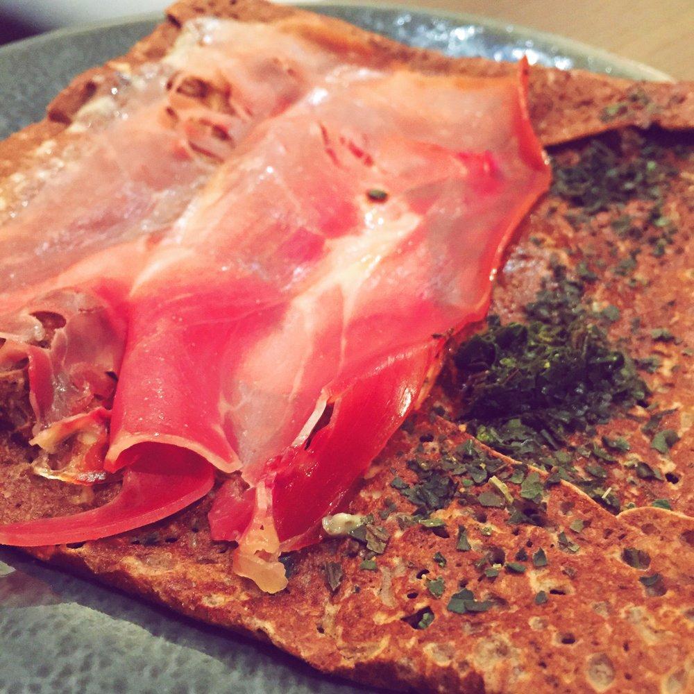 Ignacio: Serrano ham, mozzarella, tomato confit, olive tapenade and basil